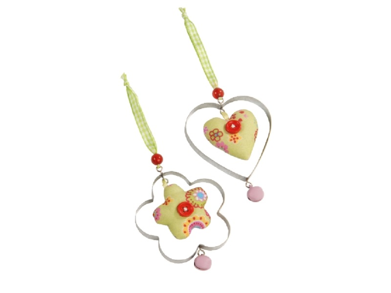 2 Anhänger Herz und Blüte aus Stoff und Metall GRÜN 7x9cm